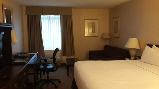 Crowne Plaza Washington National Airport: Bedroom shot