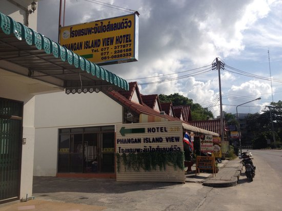 Phangan Island View Hotel: Entry from street