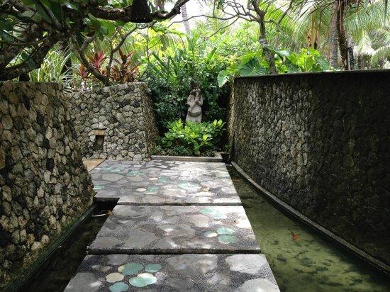 Padma Resort Legian : Path to the beach