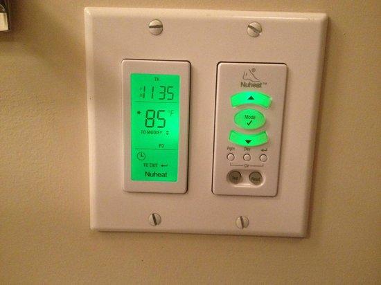Four Seasons Resort Rancho Encantado Santa Fe: Bathroom:  Heated Floors