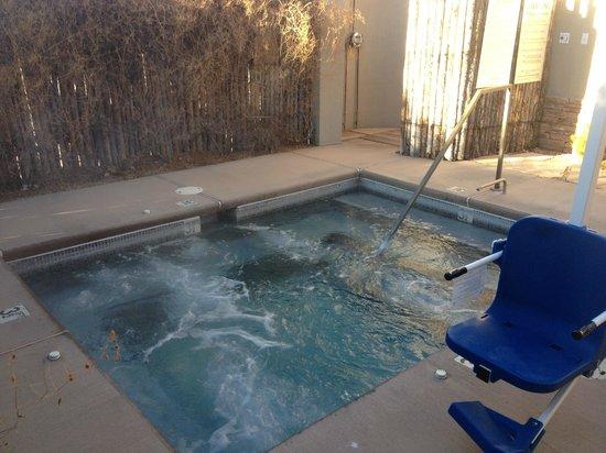 Four Seasons Resort Rancho Encantado Santa Fe: Jacuzzi - Inside Spa