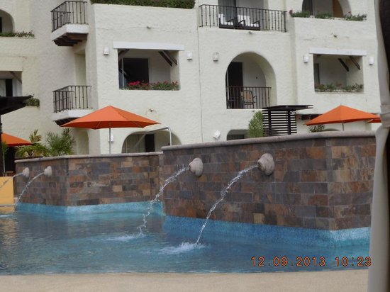 Tesoro Los Cabos : Hot tub off the pool