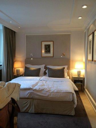Hotel München Palace: Cozy Bedroom