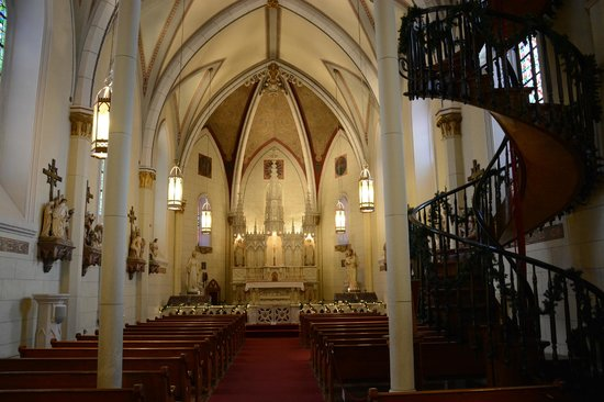 Loretto Chapel : Interior From The Back Looking To The Front
