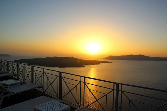 Athina Luxury Suites : View of sunset from pool area