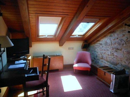 Hotel Virxe da Cerca: 部屋です。屋根裏べやです。