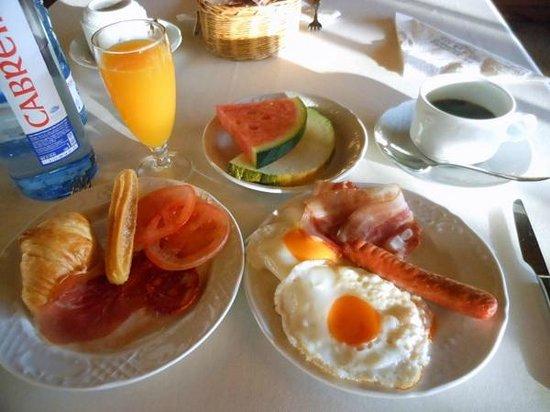 Hotel Virxe da Cerca: 朝食です。ビュッフェ形式。