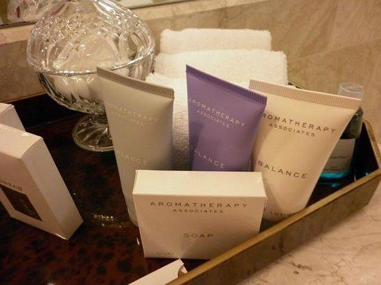 Conrad Centennial Singapore: Bath line from Aromatheraphy Associates