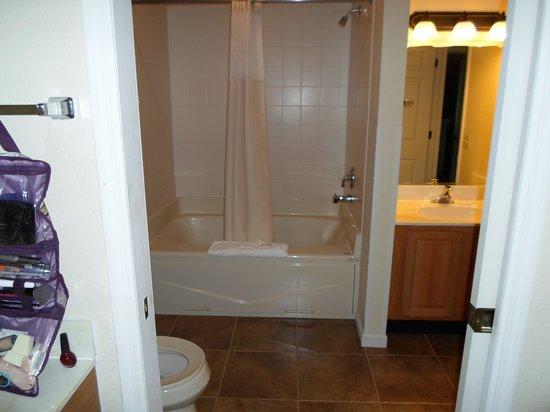 Peppertree at Tamarack HOA: Upstairs Bathroom Pic 1