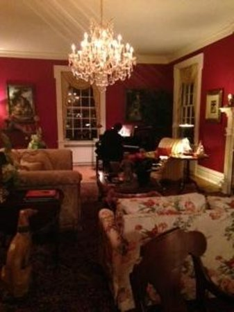 A Storybook Inn: Loved the piano too!