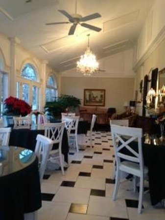A Storybook Inn : The conservatory, where we had the BEST breakfast!