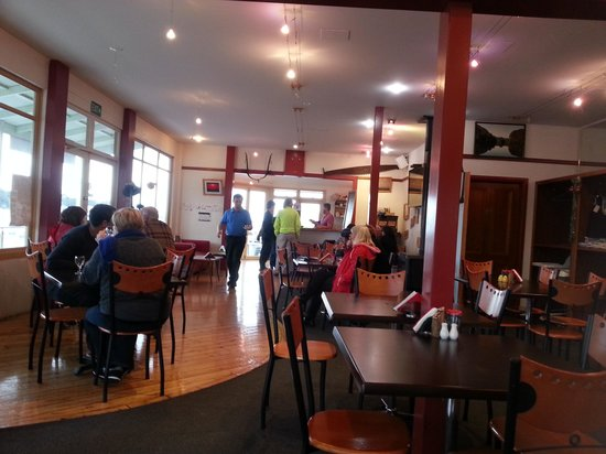 Bushman's Bar and Cafe : warm atmosphere with a fire place ;)
