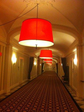 Kimpton Hotel Monaco Washington DC: hallway - 2nd / lobby floor