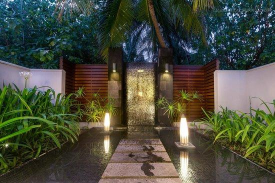 PER AQUUM Niyama Maldives: Outdoor shower