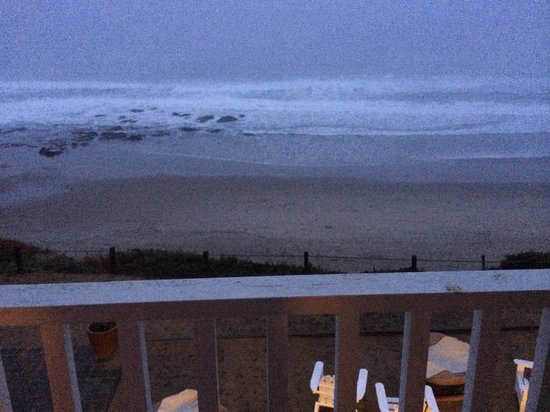 The Coho Oceanfront Lodge: The view after sunset