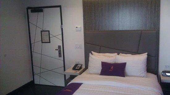 The Moment Hotel: door