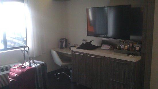 The MOMENT Hotel: desk area