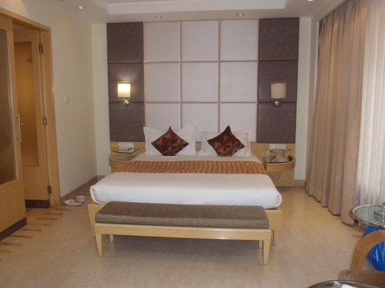 Ascot Hotel: room