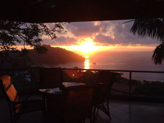 Tulemar Bungalows & Villas: Amazing sunset from casa panorama balcony!