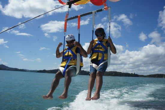 Flying Kiwi Parasail : Coming in for landing