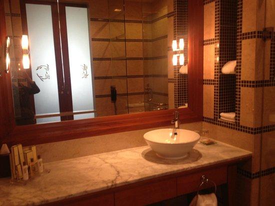 Pulse Grande Hotel: Spacious Bathroom