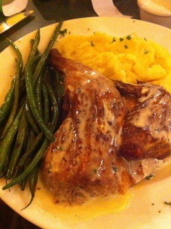 Van Horn Cattle Company: Delicious chicken dinner