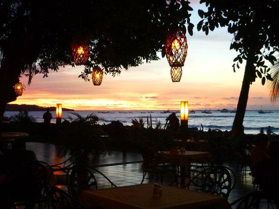 Hotel Tamarindo Diria : Bar looking out to ocean