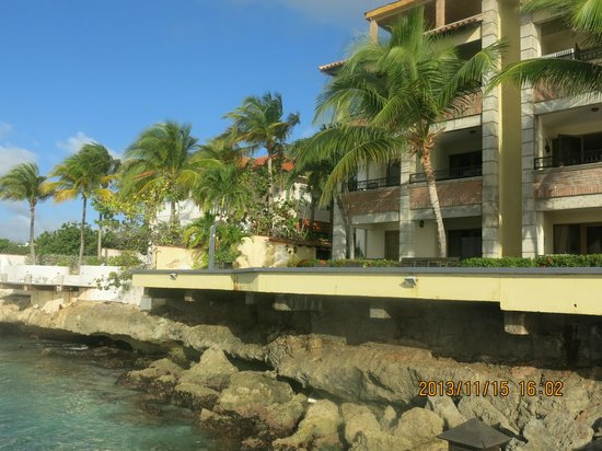 Bellafonte Luxury Oceanfront Hotel : rear/water side of condo