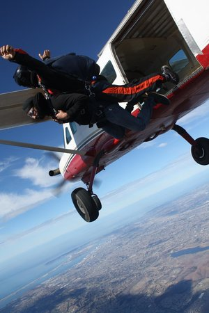 Skydive San Diego: jumping out