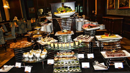 Buffet Presentation Picture Of Flavours Restaurant Doha