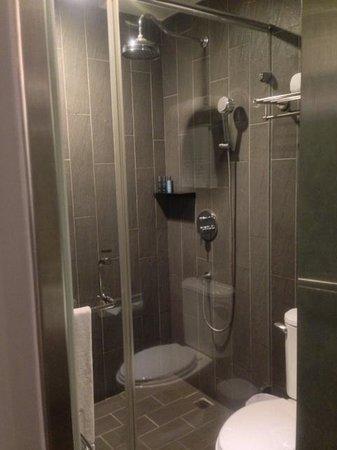 FX Hotel - Taipei Nanjing East Road : シャワーのみだが十分な湯量