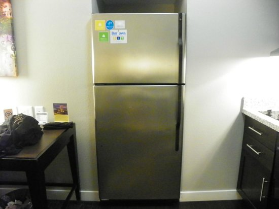 HYATT house Charlotte Center City : Full refrig with glass pitcher chilling and ice maker