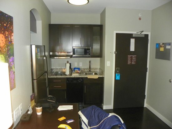 HYATT house Charlotte Center City : Kitchen area