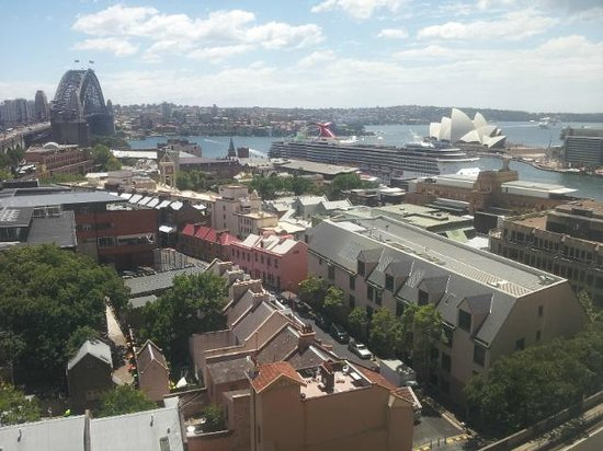 Shangri-La Hotel Sydney : Harbour Bridge and Opera house in one view