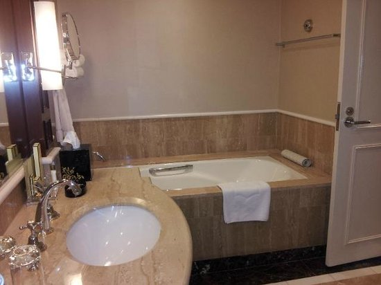 Shangri-La Hotel Sydney: Bathroom