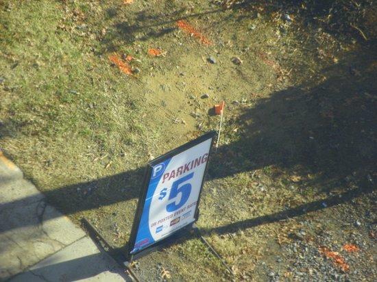 HYATT house Charlotte Center City : Parking lot on N. Caldwell $5
