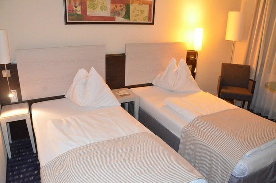 Mercure Hotel Muenchen Sued Messe: two bads that can be move and be one big dubble