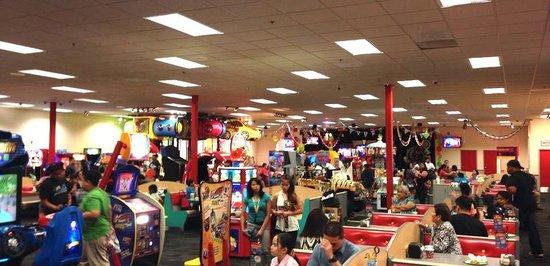Guam Premier Outlets : ゲームセンターの雰囲気