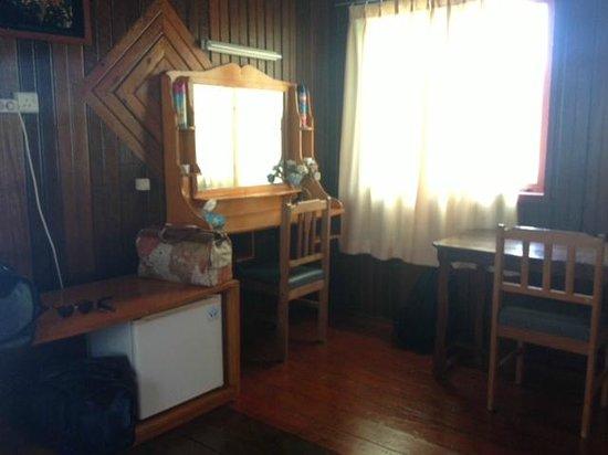 Maratua Paradise Resort : Hairdryer, large storage, nice!