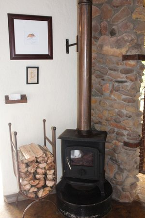 Tanamera Lodge: heat stove
