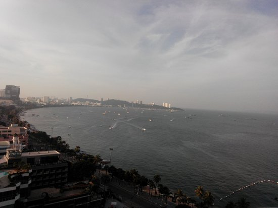 Holiday Inn Pattaya : morning view