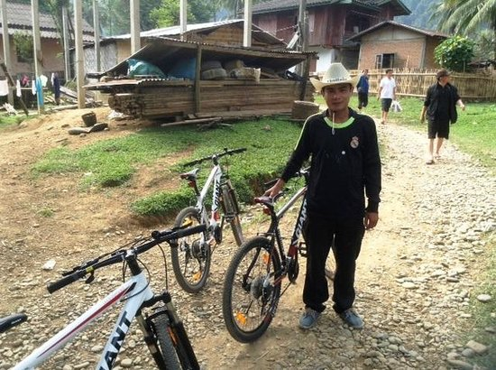 VLT Natural Tours: Cycle Trek Guide.Mr To