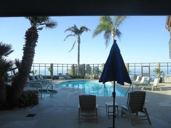 The Inn at the Cove: Pool from the breakfast area