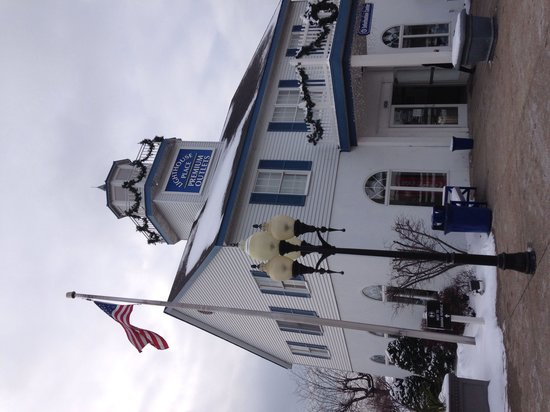Lighthouse Place Premium Outlets: Information Center.