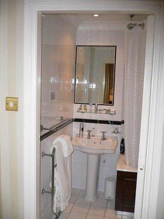 Millennium Bailey's Hotel London Kensington: Интерьер - номер (ванная комната)