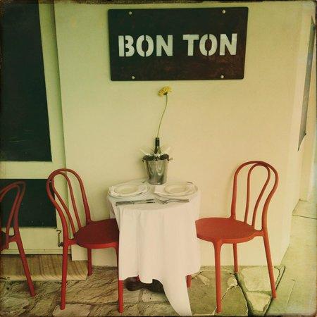 Bon Ton: Cosy Verandah seating