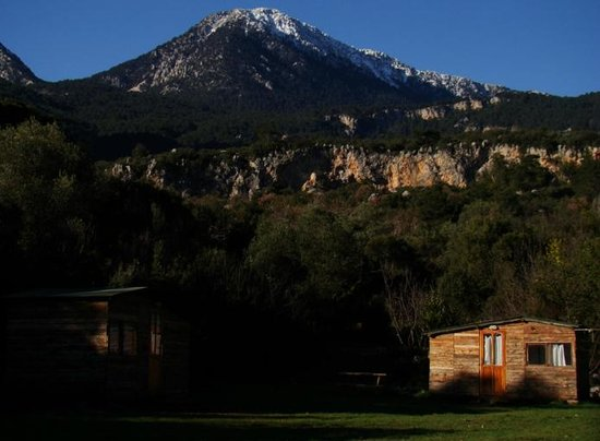 Rido Camping: Vistas desde el camping a los montes de alrrededor