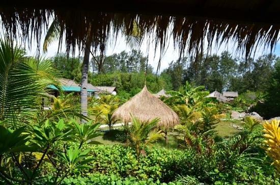 Adeng-Adeng Bungalows: espaces exterieurs