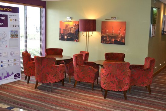 Premier Inn London Docklands (Excel) Hotel: Reception Area