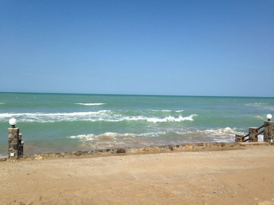 Cove Rotana Resort Ras Al Khaimah: Море бывает разное!